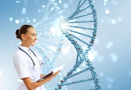 Afbeelding van DNA-streng tegen gekleurde achtergrond