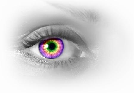 Foto des menschlichen Auges gegen grauen Hintergrund