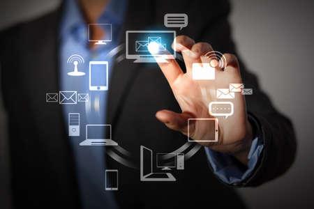 ordinateur bureau: personne d'affaires poussant symboles sur une interface � �cran tactile