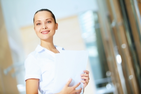 attitude girls: Portrait of happy smiling young businesswoman in office