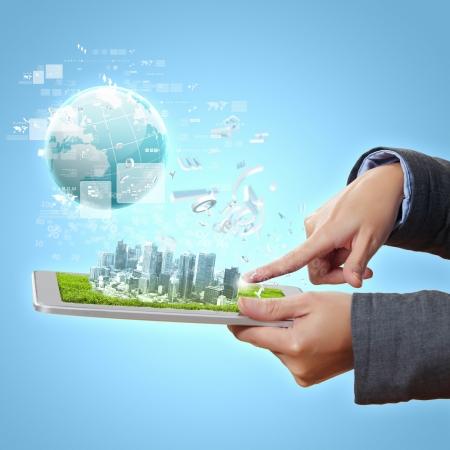 Resumen moderna ilustración tecnológico ciudad digital con un dispositivo informático Foto de archivo