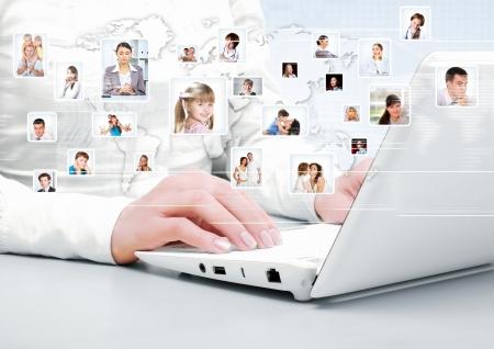 interaccion social: S�mbolo de la red social con im�genes de la gente