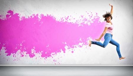 clubbers: Bailar�n moderno estilo femenino saltando y posando Ilustraci�n