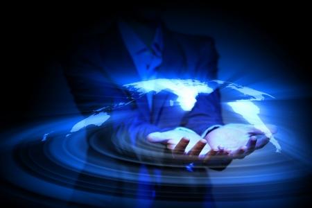 economie: Blauwe wereldwijde technologie achtergrond met de planeet Aarde kaart