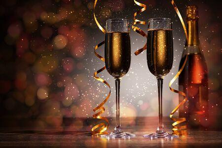 brindisi spumante: Due bicchieri di champagne pronti a portare nel nuovo anno Archivio Fotografico