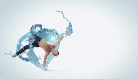 clubbers: Bailar�n moderno estilo masculino saltando y posando Ilustraci�n