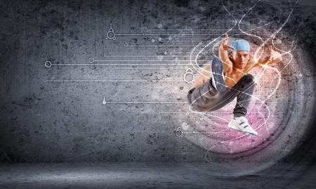 rapper: hombre joven en una tapa azul hip hop dancing - collage Foto de archivo