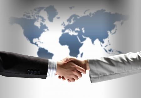 business handshake sur fond blanc avec l'image de la carte
