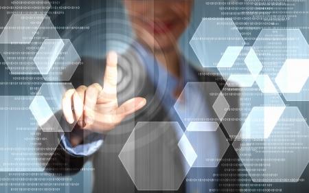 dotykový displej: Obraz podnikatelka dotyku obrazovky s prstem
