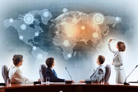 negocios internacionales: Imagen de los empresarios en la presentaci?irar proyecto virtual