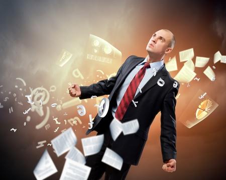 amok: Obraz mÅ'odego biznesmena w gniewie na tle ilustracji Zdjęcie Seryjne