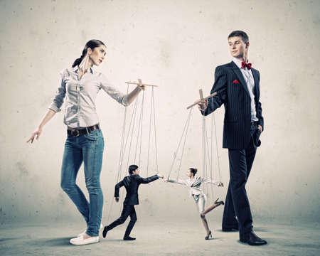 marioneta: Imagen del hombre y la mujer con t?res marioneta