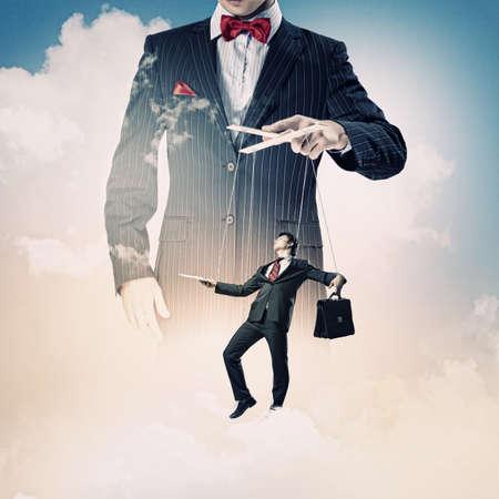 marioneta: Imagen de la joven Concepto de la direcci?n titiritero negocios
