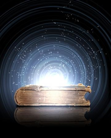 Magische boek met licht uit erin