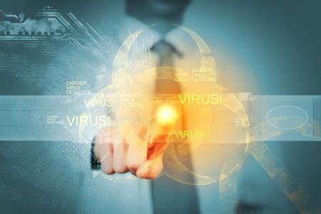 alerta: Imagen de hombre de negocios de tocar el icono de alerta de virus Foto de archivo