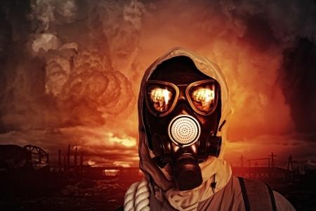 mascara de gas: Imagen del hombre en concepto de Ecología máscara de gas Foto de archivo