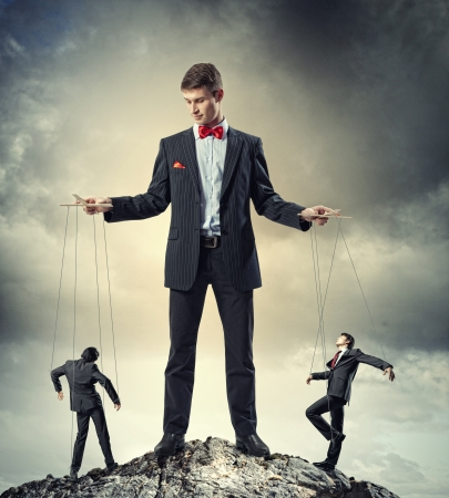 marioneta: Imagen de la joven Concepto de la direcci�n titiritero negocios