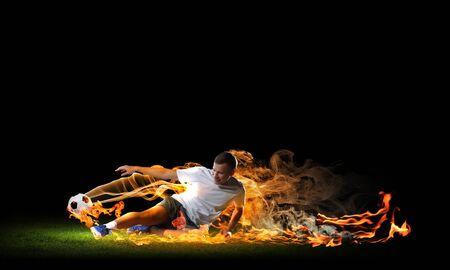 Image de joueur de football en chemise blanche Banque d'images - 20620511