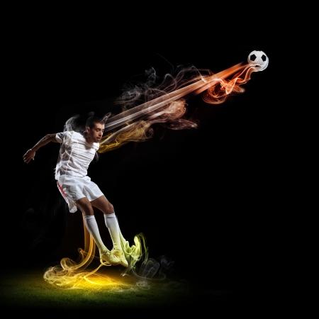 Imagen de jugador de fútbol en la camisa blanca