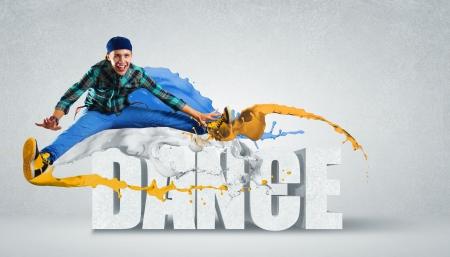 dance music: Moderne stijl danser springen en het woord Dance Illustratie Stockfoto