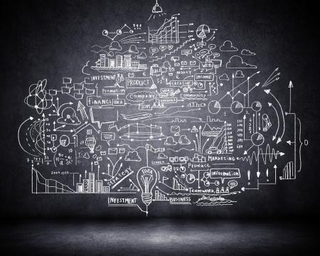 lluvia de ideas: Negocios esboce ideas contra el fondo oscuro de la pared