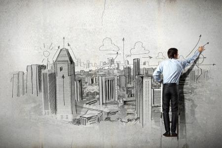 trekken: Achteraanzicht van zakenman tekening schets op muur Stockfoto