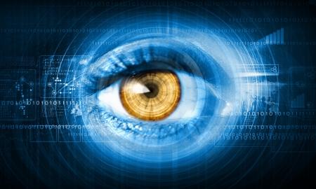 oeil rouge: Close-up image high-tech du concept de technologie de l'?il humain Banque d'images