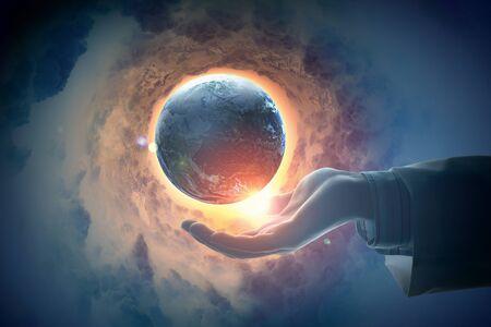 paz mundial: Mano de empresario sosteniendo el planeta tierra sobre fondo ilustraci?n Foto de archivo
