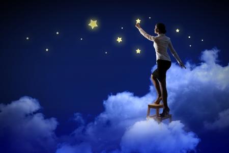 REGALOS DE REYES PARA LOS FORER@S... - Página 2 21358317-imagen-de-la-mujer-de-las-estrellas-j-es-de-iluminaci-n-el-cielo-nocturno