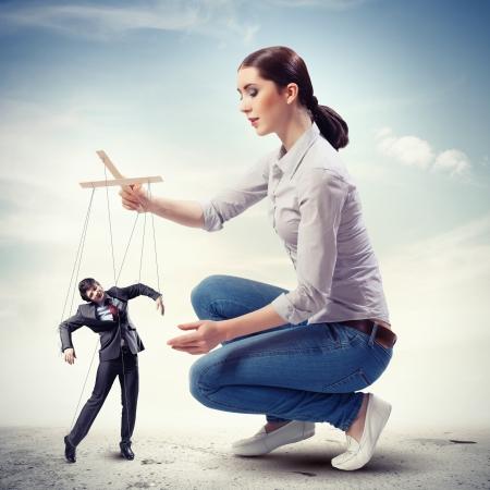 puppet woman: Imagen de bastante Concepto de la direcci?n empresaria titiritero Foto de archivo