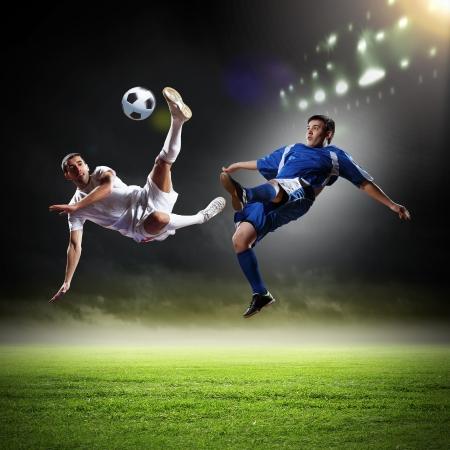 football players: Imagen de dos jugadores de f?l en el estadio
