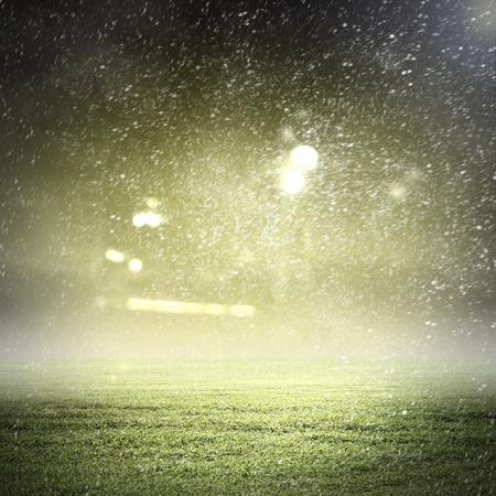 lluvia: Imagen del estadio de luces y destellos Foto de archivo