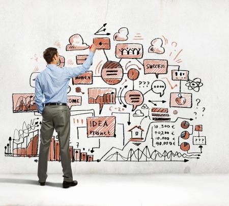 壁にスケッチを描く実業家のイメージの表示に戻る