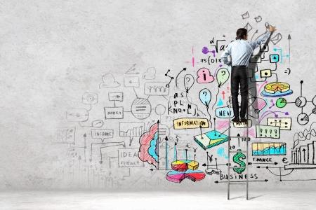 Achteraanzicht van zakenman tekening schets op muur Stockfoto