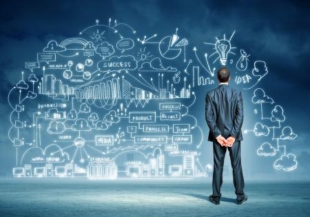 ビジネス スケッチに対して立っている青年実業家の背面図イメージ