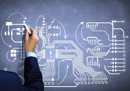 circuito integrado: Cierre de la imagen de placa de circuito dibujo de la mano humana