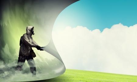 nettoyer: Image d'un homme en masque � gaz en tournant la page notion d'�cologie