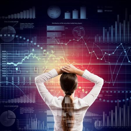 toma de decisiones: Volver la vista de negocios que buscan en la ilustraci?n diagrama Foto de archivo