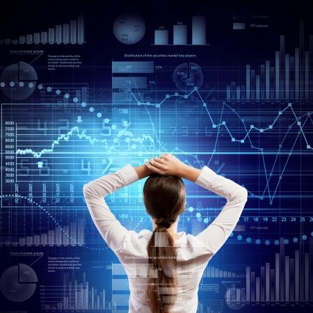toma de decision: Volver la vista de negocios que buscan en la ilustraci?n diagrama Foto de archivo