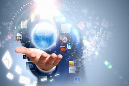 technik: Bild der Welt auf der Handfläche des Geschäftsmannes Media-Technologien