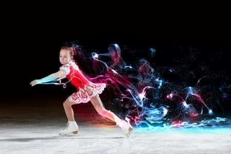 chiffre: Petite fille de patinage artistique au centre sportif