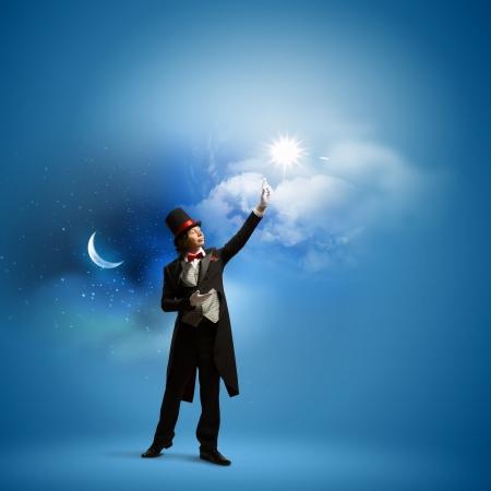 Bild von Mann Zauberer gegen Farbe Hintergrund Standard-Bild - 22139148