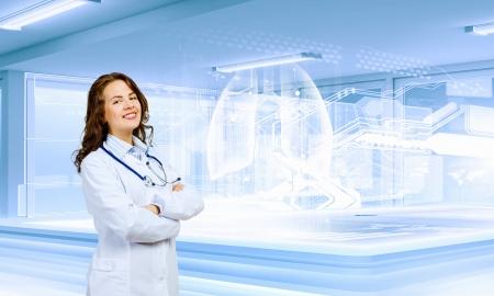 emergencia medica: Imagen de la joven mujer cient�fica en el concepto de innovaci�n de laboratorio Foto de archivo