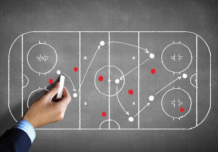 hockey sobre cesped: Cierre de la imagen del plan de t�ctica hockey dibujo de la mano humana