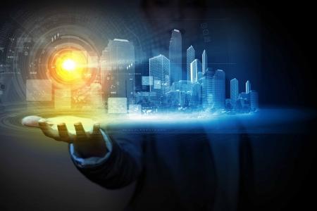 épület: Üzletember holding média képét város tenyér új technológiák
