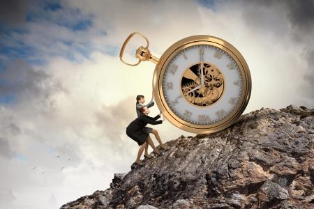 매력적인 사업가와 포켓의 이미지 사업을 위해 시간을보고 스톡 콘텐츠