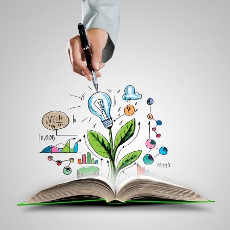 knowledge: Ge�ffnetes Buch mit Skizzen und Business Hand mit Stift