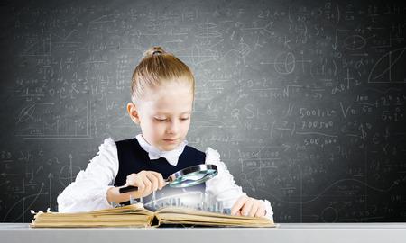 schoolkid search: Colegiala tras estudiar la abri� el libro con lupa