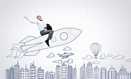 mosca caricatura: Joven empresario, un vuelo en el cielo en el cohete dibujado Foto de archivo