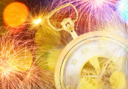 12 month old: Immagine concettuale di orologio con luci bokeh e fuoco d'artificio